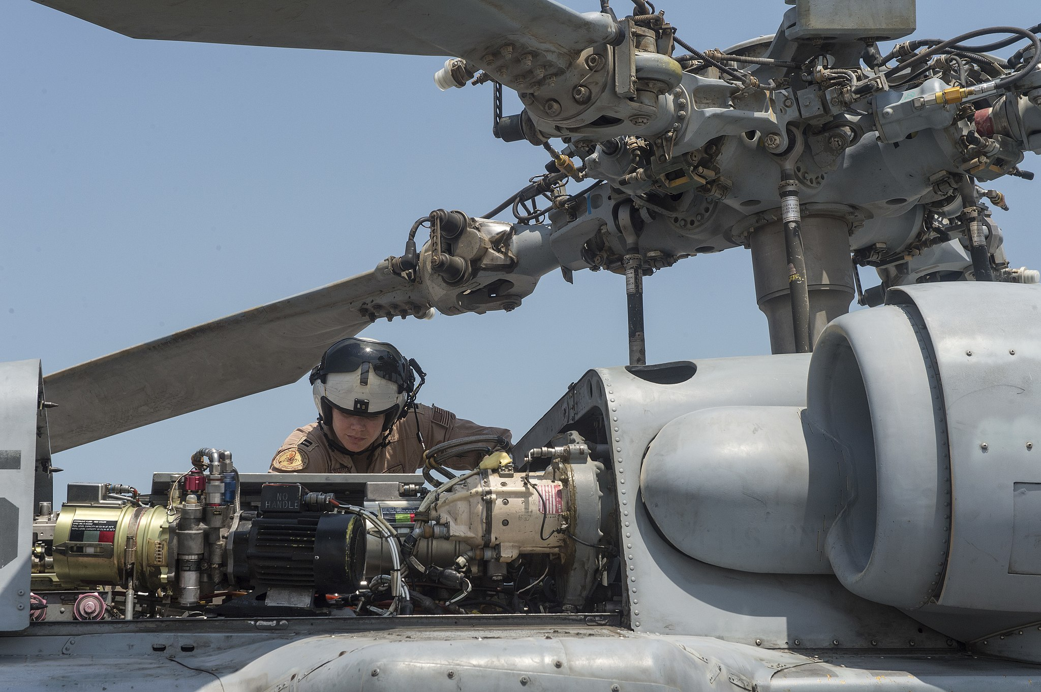 HSC-26 - Maintenance checks with a Helicopter Sea Combat Squadron